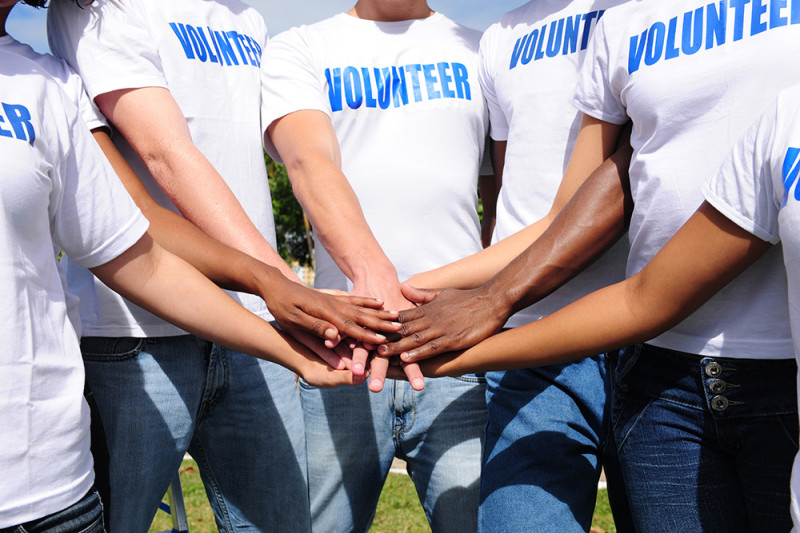 multi-ethnic-volunteer-group